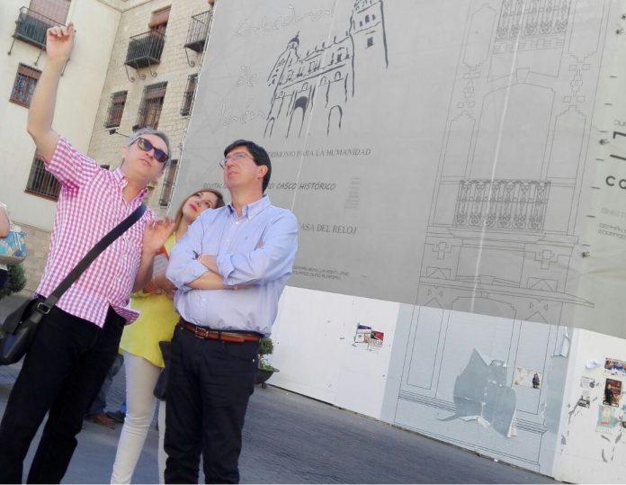 El portavoz de Ciudadanos en Jaén, Juan Marín, contempla la Catedral de Jaén.