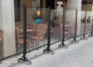 Mamparas transparentes en los veladores de la calle Campanas.