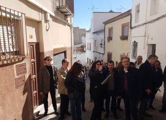 Felipe López, consejero de Fomento de la Junta de Andalucía en su visita al casco histórico de Jaén.