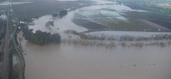 Inundaciones en la presa de Valdotano desbordada.