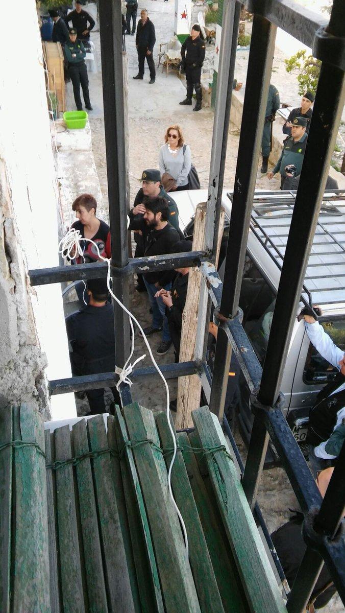 La guardia civil desaloja cerro libertad hora ja n for Oficinas bbva jaen