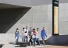 Jóvenes alumnos paseando por el campus de la UJA. FOTO: Archivo