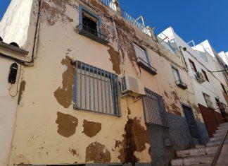 Edificio de la calle Alegría que amenaza con derrumbarse.