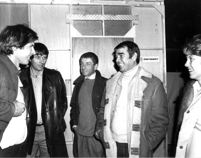 Peter Beale junto a Harrison Ford en un rodaje de Star Wars.