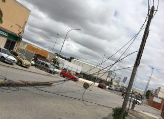 Estado de como ha quedado el poste en el polígono en Torredelcampo. FOTO: Torredelcampo Actualidad