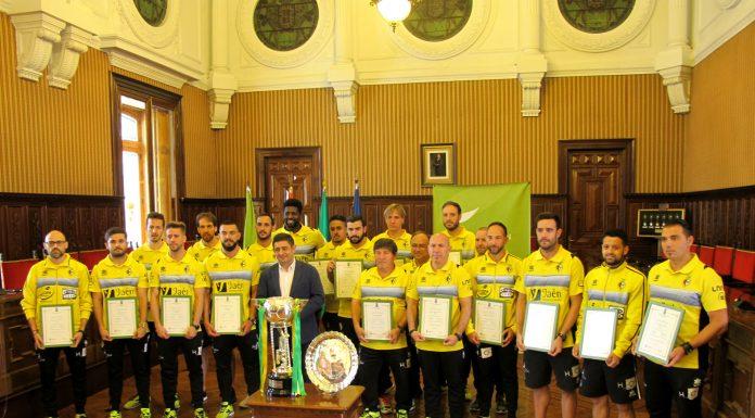 Francisco Reyes y los jugadores del Jáen Paraíso Interior Fútbol Sala