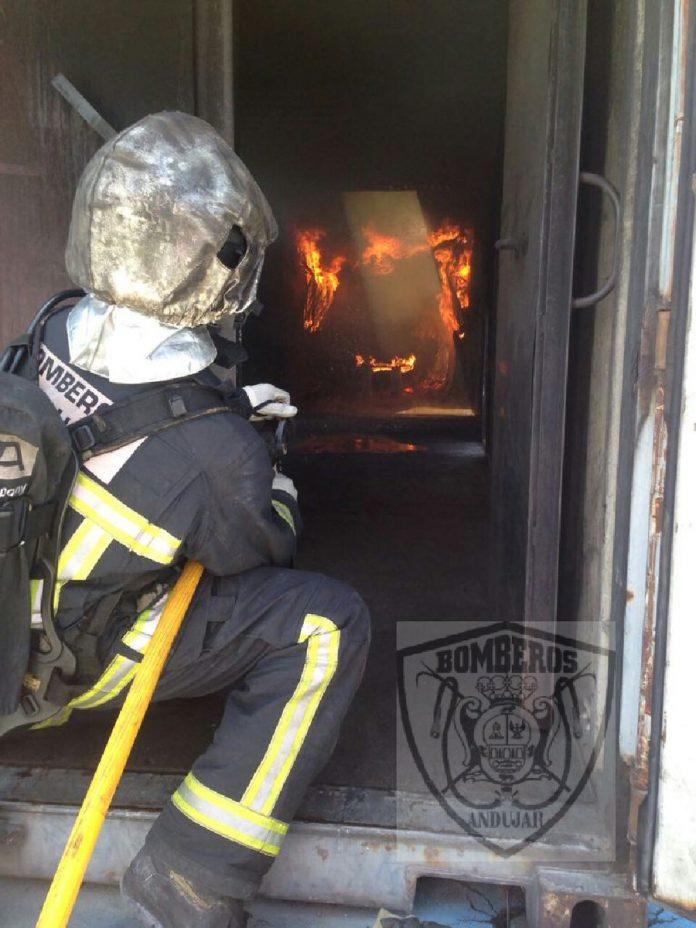 Bomberos de Andújar en un simulacro de incendio. FOTO: Archivo