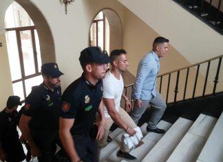 Miguelillo y su cuñado llegando al juicio. FOTO: HoraJaén