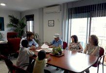 Firma del convenio entre el ayuntamiento de Bedmar y la asociación Amigos del Sahara Libre.