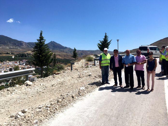 Visita a las obras en la carretera de acceso a Hinojares.