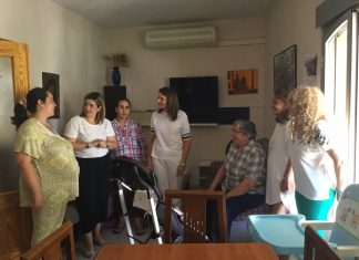 """Ana Cobo visita programa """"Mujer y Madre"""" en Linares."""