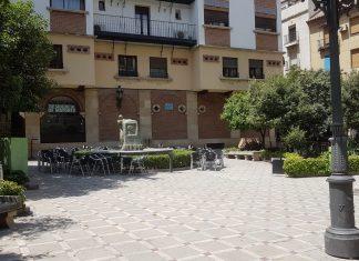 Plaza Dean Mazas.