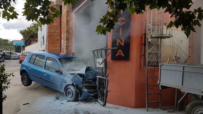 Vehículo que ha colisionado en la carretera de La Guardia. FOTO: Policía Local de Jaén