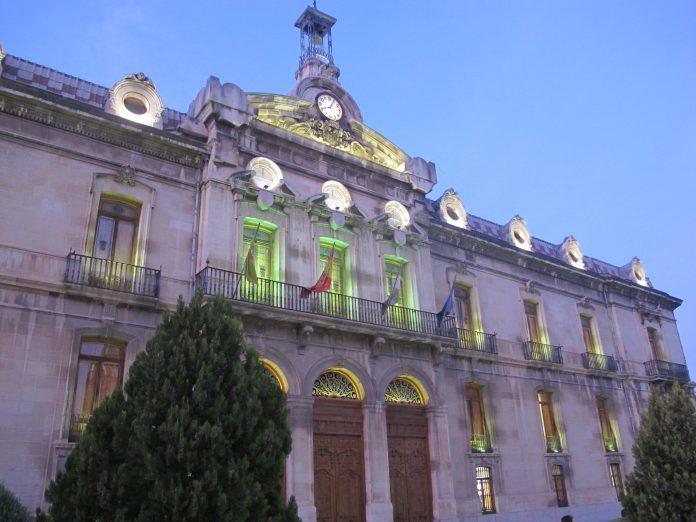 Iluminación Palacio Provincial verde pistacho por Día Mundial de la Salud Mental