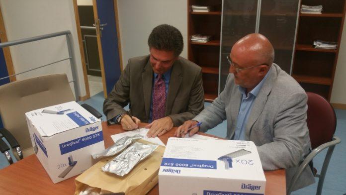 Firma del convenio entre el Jefe Provincial Tráfico de la DGT y el concejal de Tráfico del Ayuntamiento de Jaén.