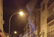 Los bomberos actuaron anoche en el incendio de una vivienda en la calle Sevilla de Martos.