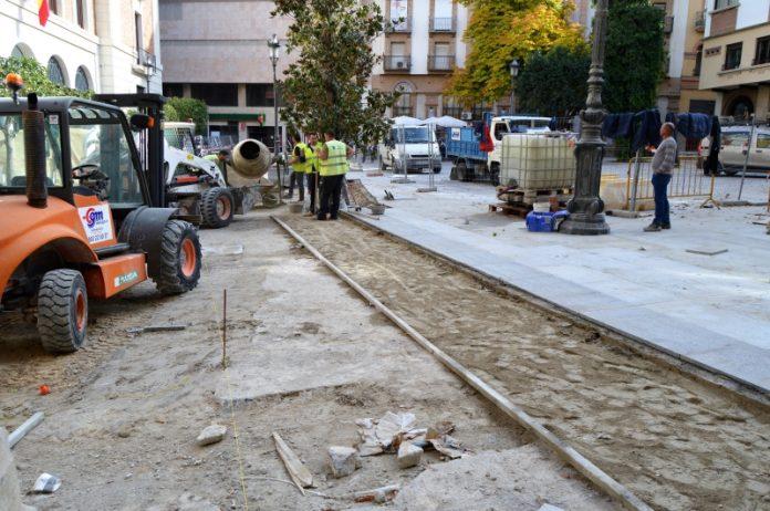 Obras en la plaza Deán Mazas durante este mes. FOTO: HoraJaén