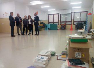 Los responsables del Miguel Castillejo muestran las aulas disponibles