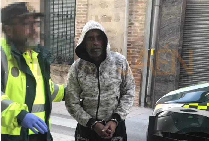 El hombre implicado en el accidente de Puente de Génave a su llegada al juzgado de Villacarrillo. FOTO: HORAJAÉN (María Isabel Serrano)