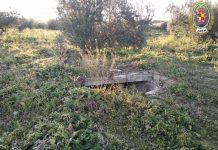 El pozo que ha sido acotado por la Policía Local.