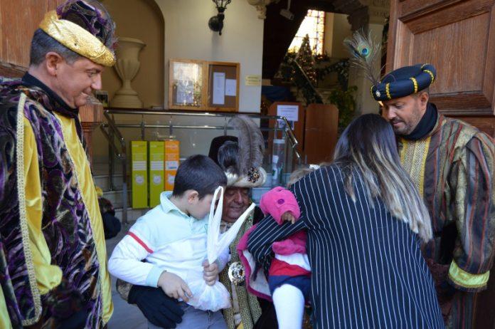 Baltasar en la puerta del Ayuntamiento de Jaén.