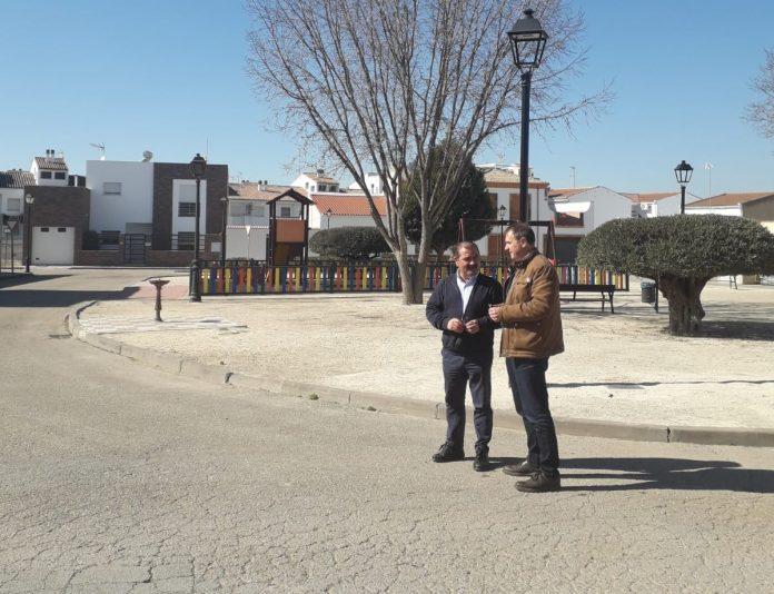 José Castro y Blas Alves en la plaza Clara Campoamor.
