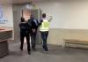 El detenido esposado y acompañado por dos agentes de Policía Nacional. FOTO: Policía Nacional