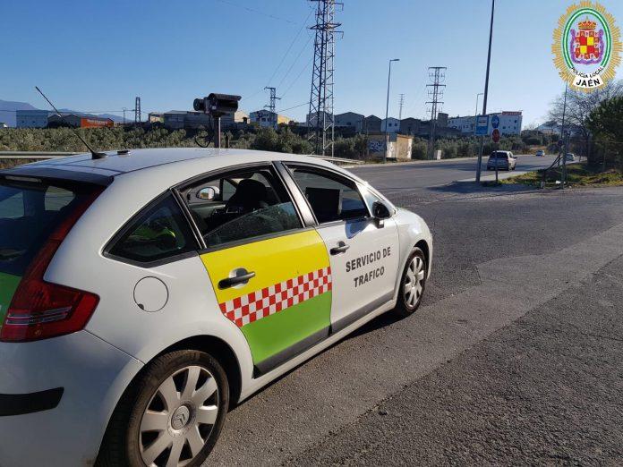Coche de la Policía Local con radar de velocidad. FOTO: Policía Local de Jaén