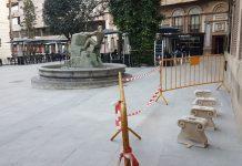 Bancos de piedra que habrá en la plaza Dean Mazas. FOTO: HoraJaén