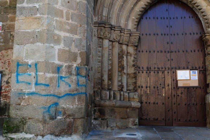 Pintadas realizadas en la muralla de Plasencia en Cáceres por un mengibareño. FOTO: TONI GUDIEL (EL PERIÓDICO DE EXTREMADURA)