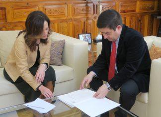 Reunion de Maribel Lozano, delegada del Gobierno en Jaén con el presidente de la Diputación, Francisco Reyes.