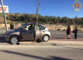 Vehículo accidentado en la Avenida de los Aparejadores.