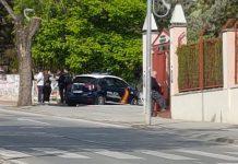 Una patrulla de la Policía Nacional en la zona donde han ocurrido los hechos. FOTO: HoraJaén