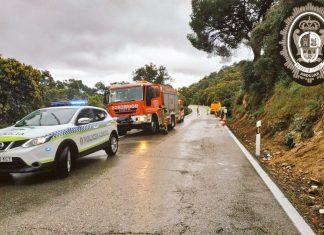 Policía Local y Bomberos en el lugar del accidente.