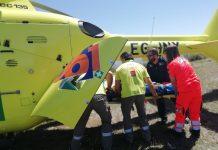 Helicóptero de emergencias traslada a un paciente tras caer de un caballo.