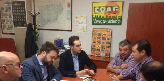 José Latorre en el centro de la imagen en una reunión con COAG.