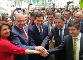 La consejera de Agricultura, el alcalde de Jaén, el presidente de la Junta de Andalucía, el ministro de Agricultura y el presidente de Diputación durante la inauguración.