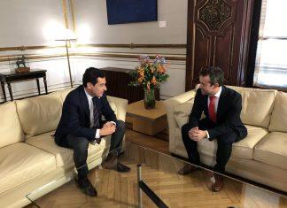 Reunión del presidente de la Junta, Juanma Moreno con el alcalde de Jaén, Julio Millán.