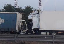 Los dos camiones tras la colisión. FOTO: HoraJaén