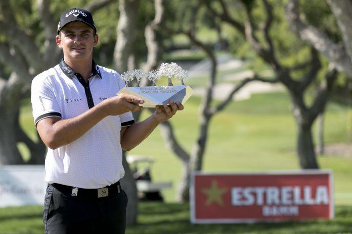 Christiaan Bezuindehout, con el trofeo del Estrella Damm N.A. Andalucía Masters (foto © Bosco Martín)