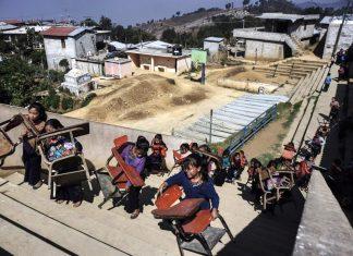Las niñas flor en la escuela en Estado de Chiapas