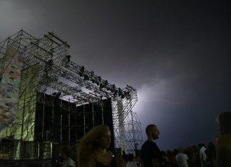 Rayo de la tormenta eléctrica que afectó a Linares en la noche de ayer. FOTO: JUAN MANZANARES