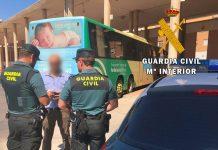 Guardia Civil durante la actuación