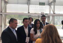 El alcalde de Linares, Raúl Caro-Accino, con el alcalde de Granada, Luis Salvador, y la vicealcaldesa de Madrid, Begoña Villacís