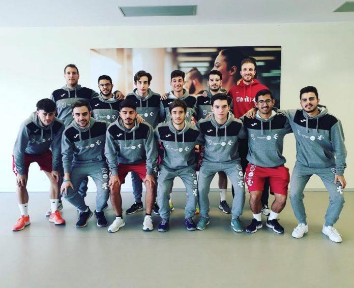 Varios de los alumnos de la segunda promoción junto con el jefe de estudios, Francisco José Cuadrado (arriba, derecha)