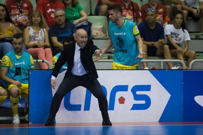 El entrenador del Jaén FS, Dani Rodríguez, durante un partido de liga.