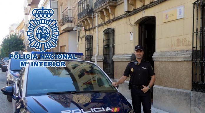 El agente que salvó la vida a un bebé en Andújar.