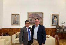 El presidente de Diputación con el alcalde de Torres.