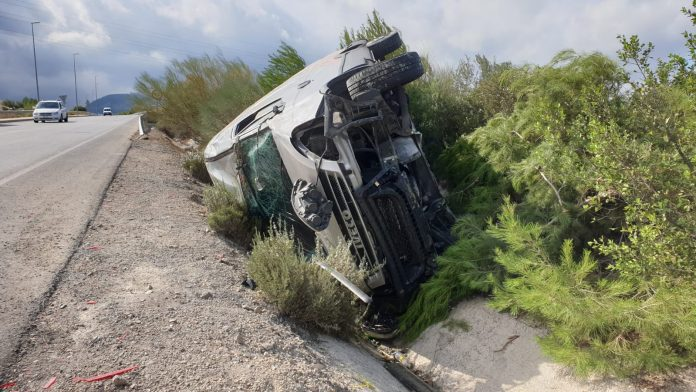 Accidente que ha sufrido la furgoneta. FOTO: HoraJaén