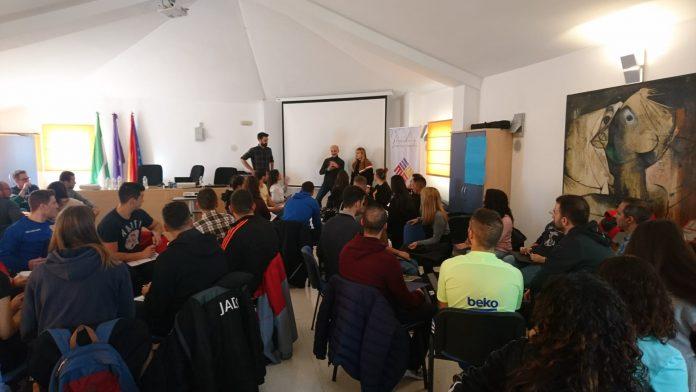 Recepción de los nuevos trabajadores de Decathlon en el centro comercial Jaén Plaza.